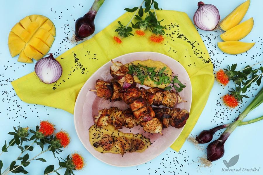Morčací špíz s čiernym sezamom a mangovou omáčkou