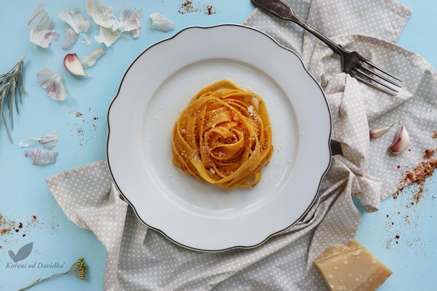 Špagety a la aglio e olio