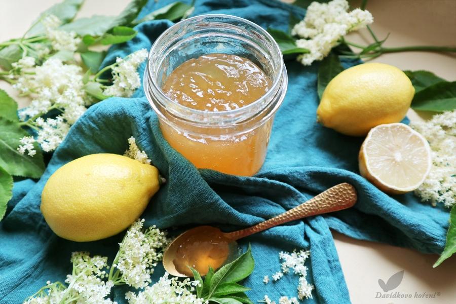 Džem z bazových kvetov s citrónovou kôrou