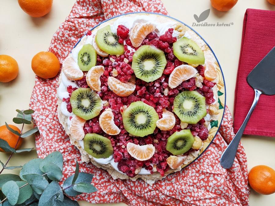 Pavlova so sviežim ovocím