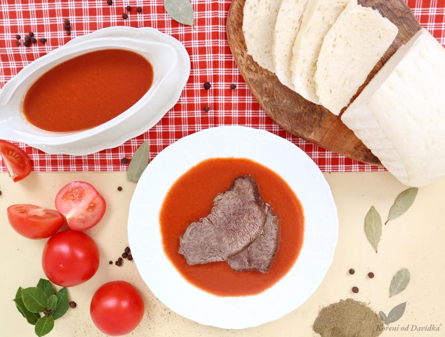 Paradajková omáčka s vareným hovädzím a domácim žemľovým knedlíkom