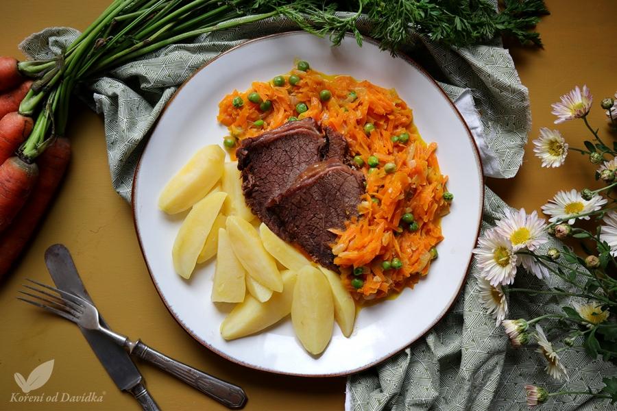 Hovädzie mäso s dusenou mrkvou s hráškom