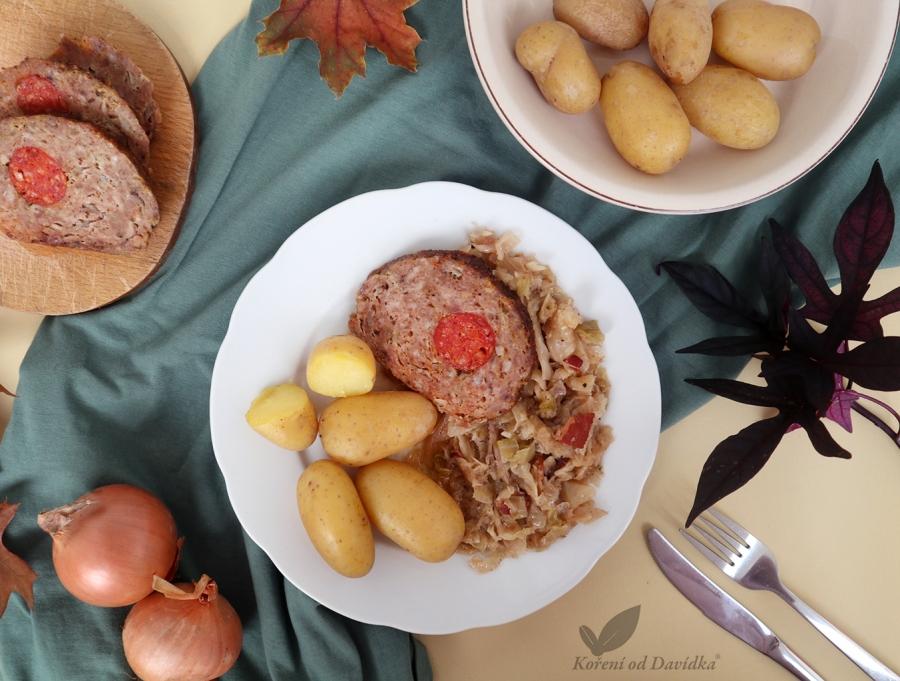 Plnená sekaná s hlávkovou kapustou a varenými zemiakmi