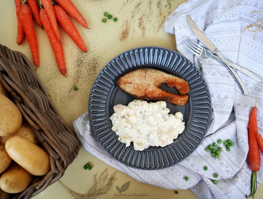 Vyprážaný kapor so zemiakovým šalátom