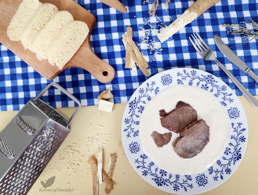 Chrenová omáčka s vareným hovädzím a domácim kysnutým knedlíkom