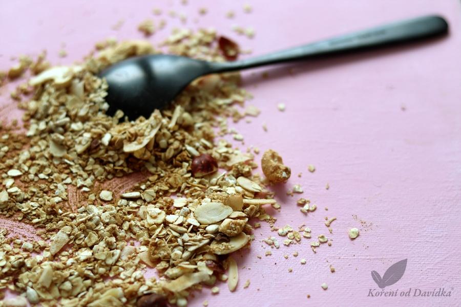 Domácí granola se skořicí
