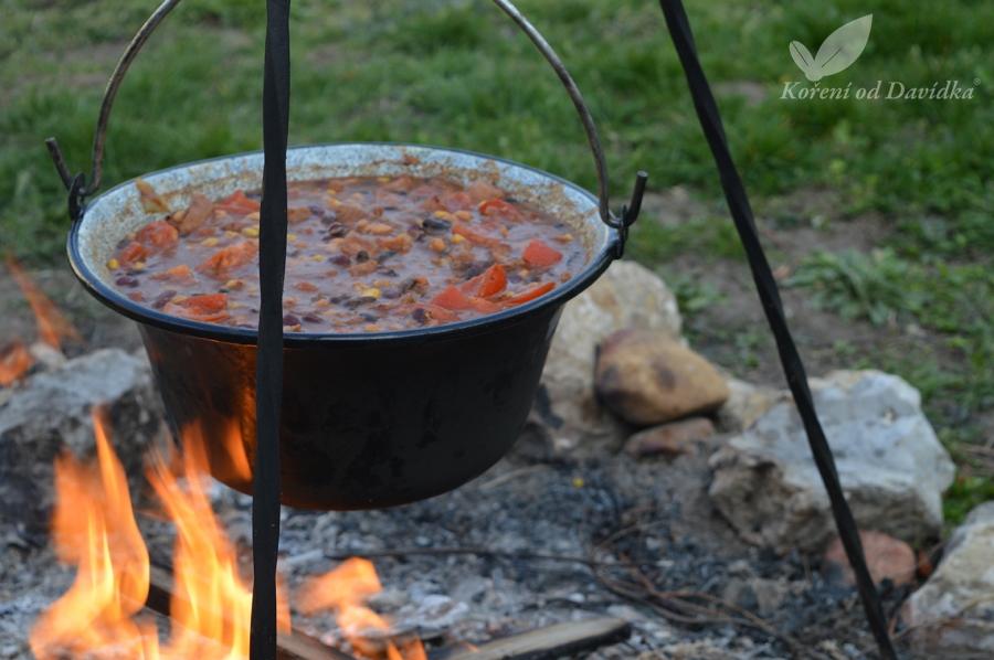 Chilli con carne na ohni