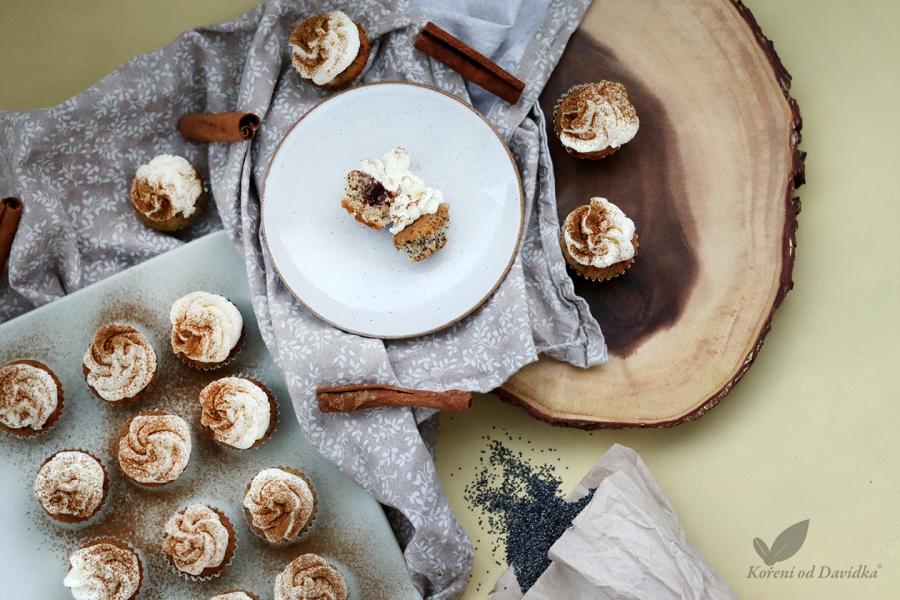 Makové cupcakes s domácim slivkovým lekvárom a škoricou