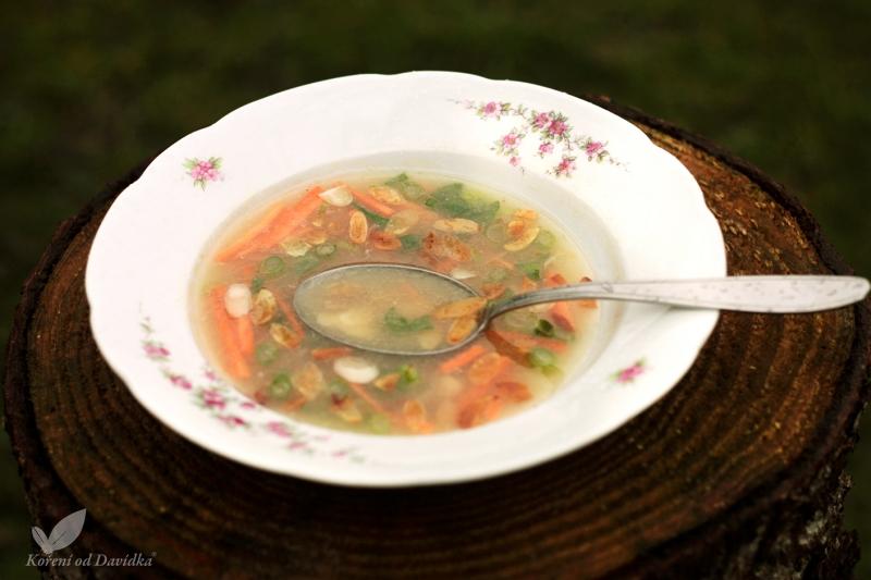 Kuracia polievka s mandľami