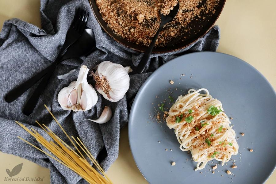 Chrumkavé špagety s cesnakovou strúhankou